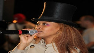 Star Gazing: Erykah Badu Lightens Up for Summer