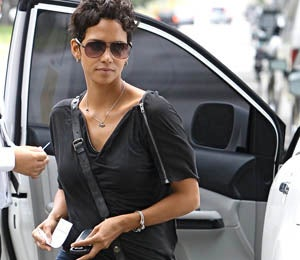 Star Gazing: Halle Berry Works with Battered Women