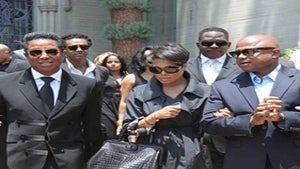 Star Gazing: The Jackson Family Visits Michael's Grave
