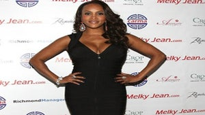 Star Gazing: Vivica Fox Rocks a LBD