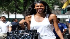 Star Gazing: Model Jessica White Enjoys the NY Weather