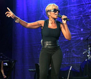Star Gazing: Mary J. Blige Spreads the Love