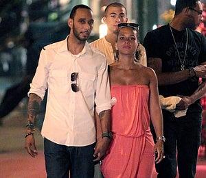 Star Gazing: Alicia Keys and Swizz Beatz Take a Stroll