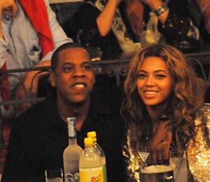 Star Gazing: Jay-Z and Beyonce Cuddle-Up