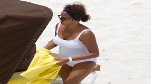 Star Gazing: Whitney Spends B-Day in Bahamas