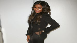 Star Gazing: Angela Simmons Standing Pretty at NYFW