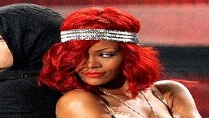 Rihanna Debuts Her New 'Do at the VMAs