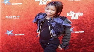 Willow Smith Signs Record Deal with Jay-Z