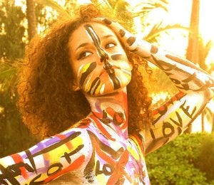 Swizz Beatz Tweets Photo of Alicia Keys in Body Paint