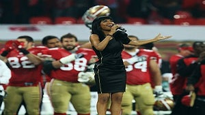 Star Gazing: Michelle Williams Sings National Anthem