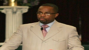 Pastor Who Banned Facebook Exposed in 3-Way Affair