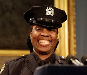 NYC Honors Off-Duty Cop for Stopping Salon Robbery