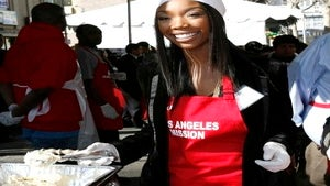Star Gazing: Brandy Hands Out Food for Holidays