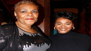 Star Gazing: Jill Scott Shows-Off Mom at Charity Event