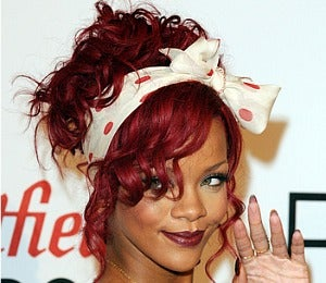 Beauty Beat: Rihanna to Debut New Fragrance in 2011