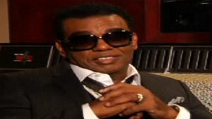 Exclusive: Behind the Scenes of Ron Isley's 'No More'