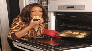 Star Gazing: Wendy Williams Bakes Holiday Cookies