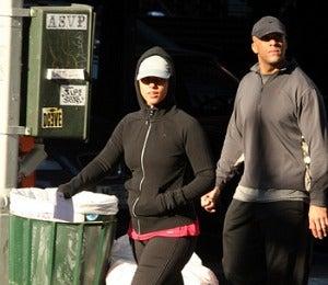 Star Gazing: Alicia Keys Takes a Post-Workout Stroll