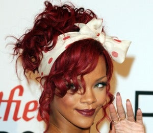 Rihanna Announces Date for New Fragrance