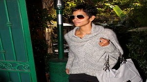 Star Gazing: Halle Berry Lunches with Friends
