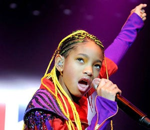 Star Gazing: Willow Smith Opens for Bieber in England