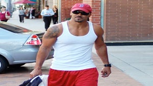 Star Gazing: Shemar Mooore Shows Off His Biceps