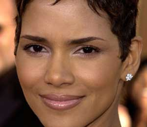 Halle Berry to Auction Personal Items for Mother's Day