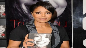 Star Gazing: Janet is Chic and Casual at Book Signing