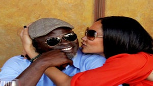 Star Gazing: Kimora and Djimon Share the Love