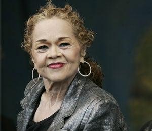 Etta James' Health Declines, Suffers Blood Infection