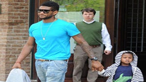 Star Gazing: Usher Takes Son for a Stroll