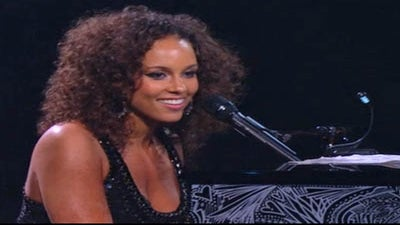 Must-See: Alicia Keys Performs Solo Concert for 10-Year Anniversary