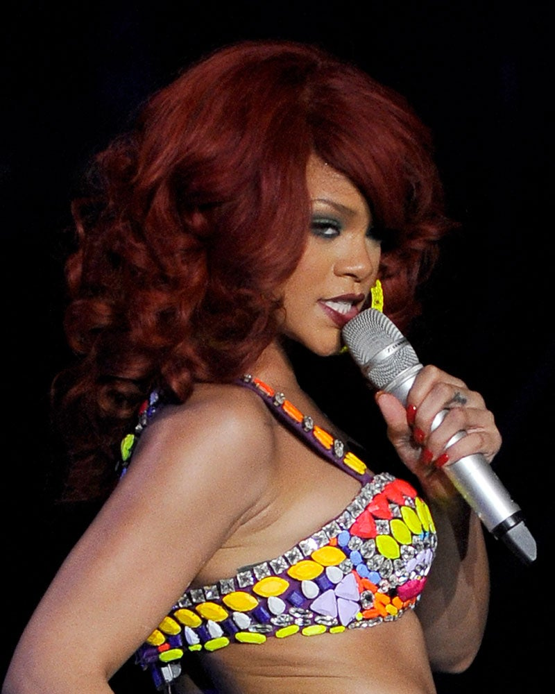 Look of the Day: Rihanna's Retro Coiffure