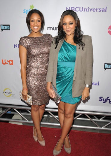 Must-See: Tia & Tamera Try Some Organic Food