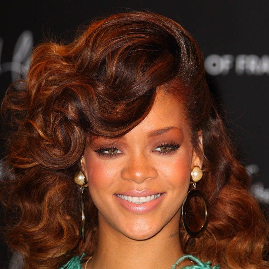 Rihanna Updates Her 'Do -- Again!