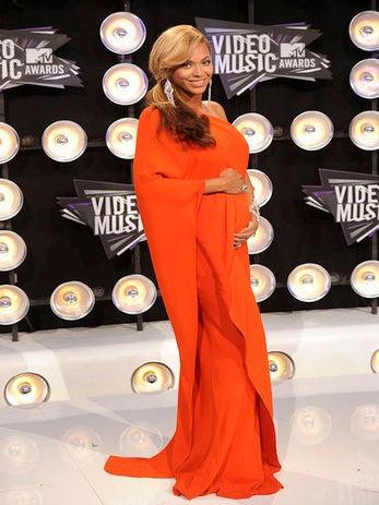 Beyonce Confirms Pregnancy on VMA Red Carpet