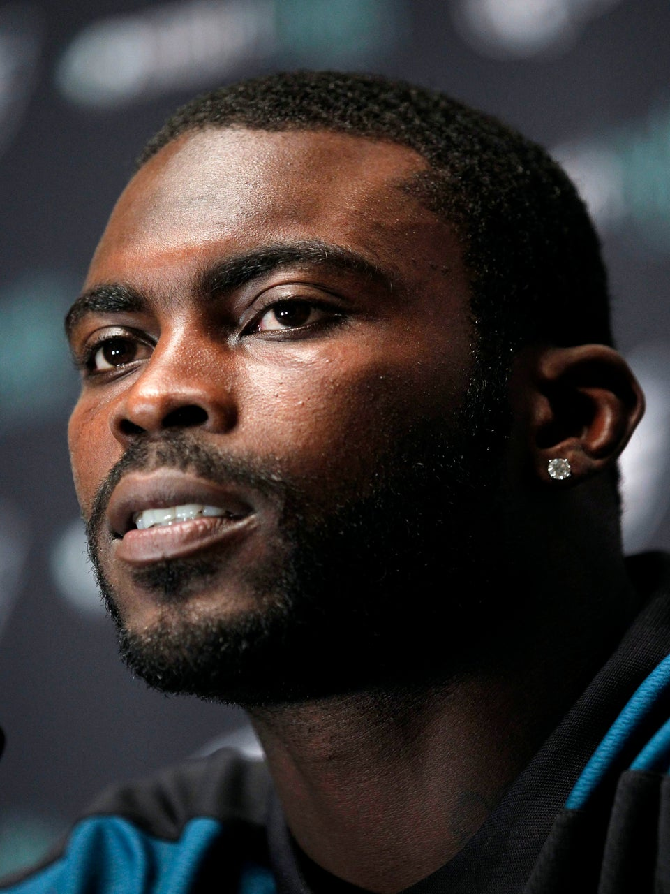 Michael Vick Signs a $100-Million Deal