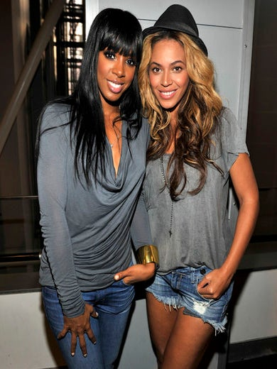 Beyoncé and Kelly Rowland Surprise Fans at Karaoke Bar