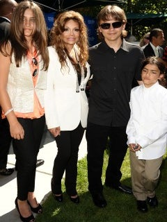 Michel Jackson's Kids and Mother to Get 30 Million From His Estate