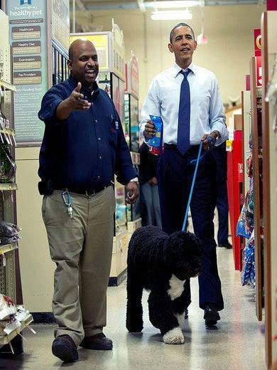 President Obama Takes Bo to PetSmart