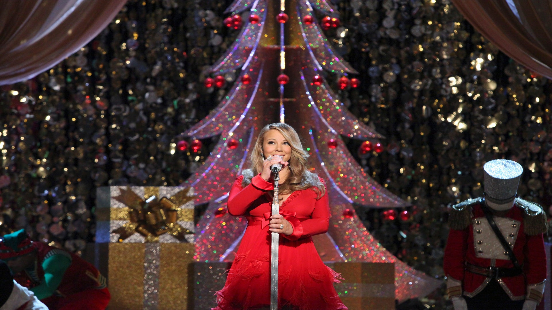 Ring in the Holidays with ESSENCE.com's Christmas Playlist!