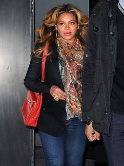 Beyonce Spotted Out in NYC, Silences Baby Rumors
