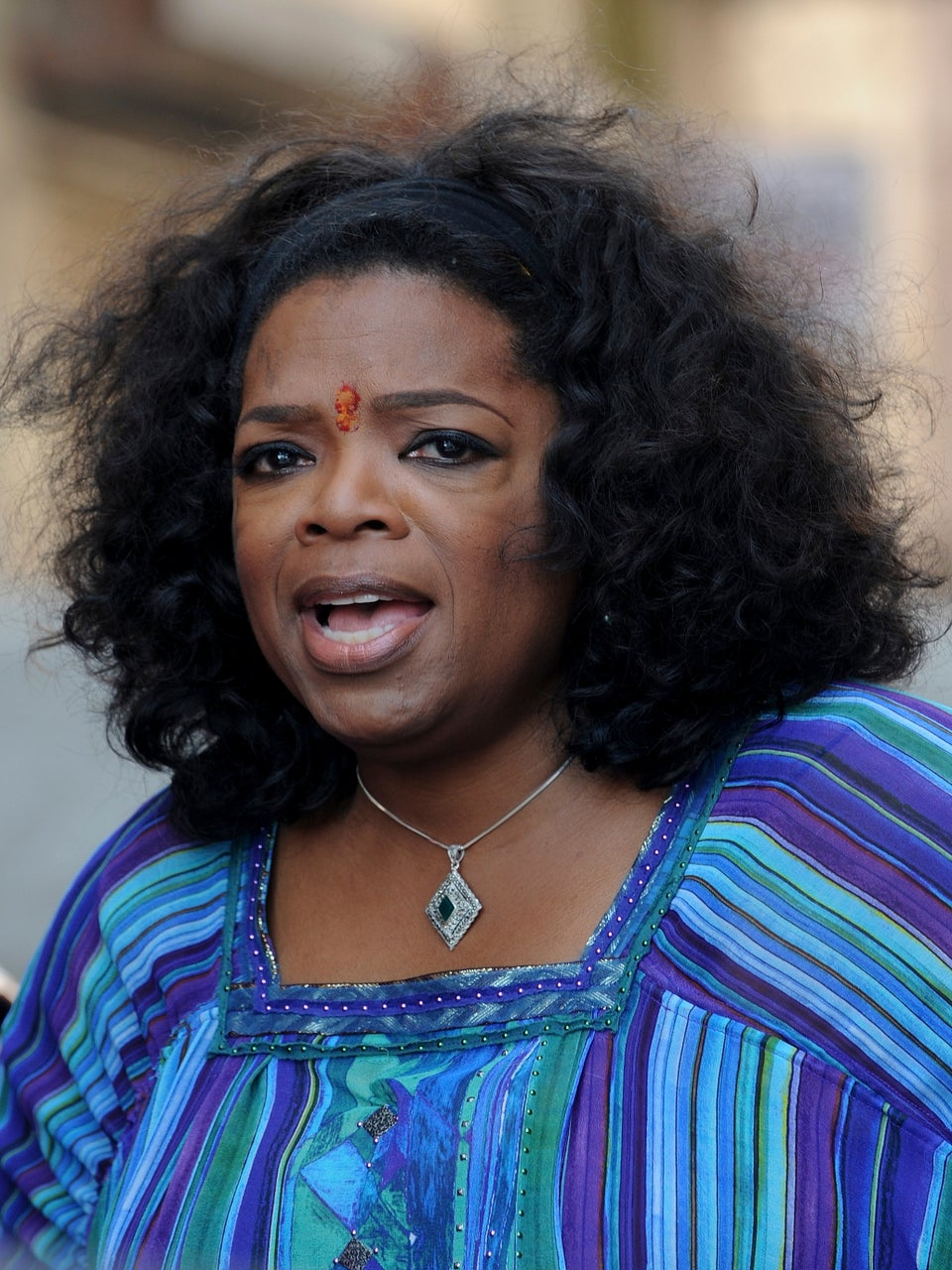 Oprah's Bodyguards Scuffle with Journalists in India