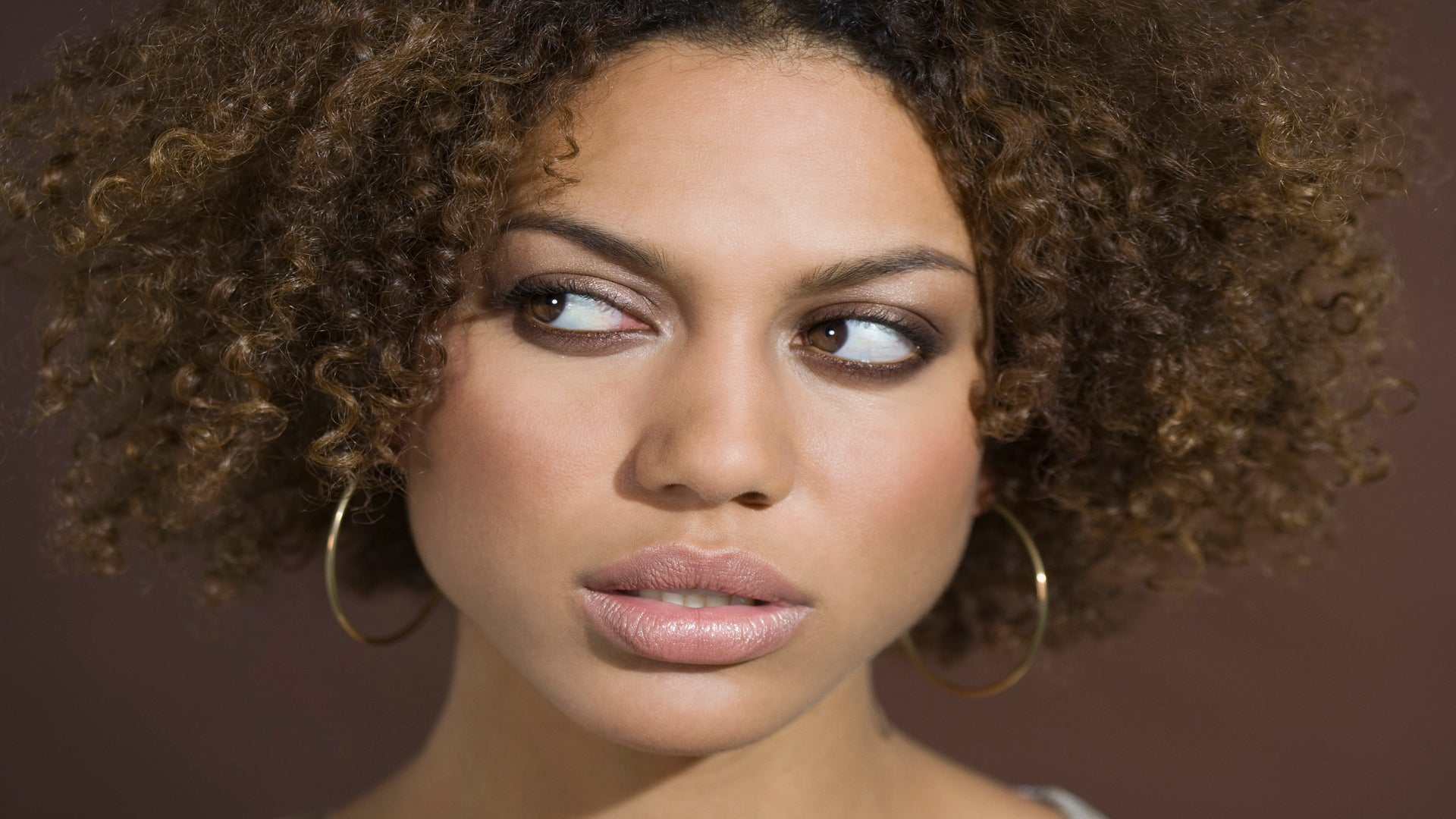 Girlfriends: 6 Signs Your Friend Can't Be Trusted