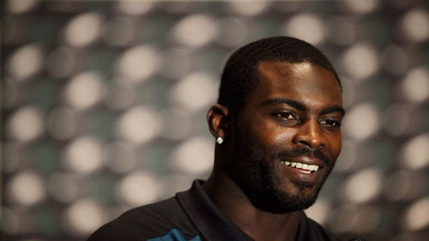 Michael Vick Lobbies for Bill Protecting Pets in Hot Cars