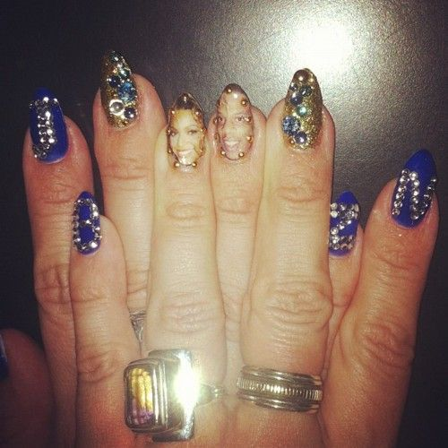 Beyoncé Shows Photo of Jay,Z Painted on Nails \u0026 More