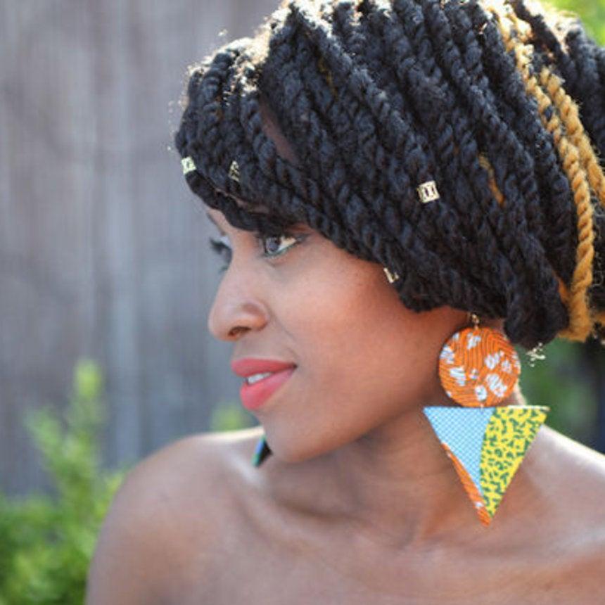 Accessories Street Style: Eye-Catching Earrings