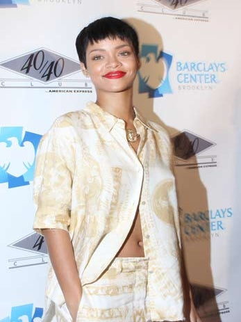 Rihanna Debuts Her New Vogue Cover on Twitter