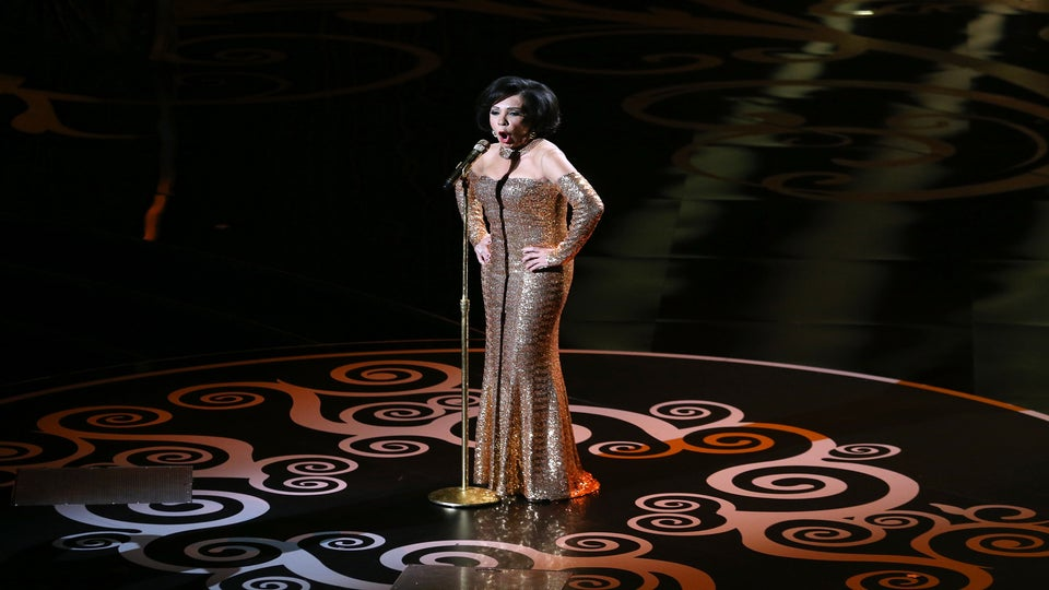 Must-See: Dame Shirley Bassey and Jennifer Hudson Perform at Oscars