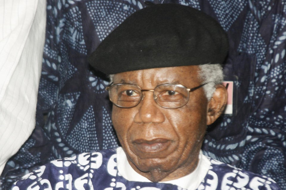 Chinua Achebe, Author of 'Things Fall Apart,' Dies at 82
